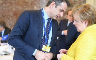 mitsotakis-discusses-migration-with-merkel-in-brussels0