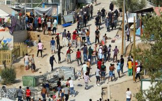 hrw-warns-over-risks-for-female-asylum-seekers-at-lesvos-camp