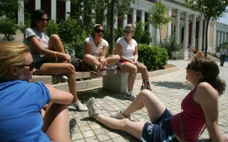 us-tourists-appear-to-have-the-best-impressions-of-greece