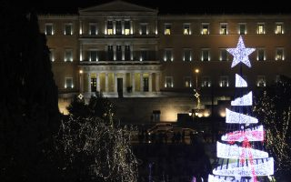 christmas-tree-lights-up-in-syntagma-square