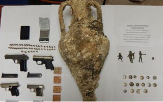 artifacts-weapons-found-in-man-amp-8217-s-home-in-kavala-northern-greece