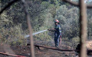 firefighters-battle-blaze-in-bangladeshi-camp-in-ilia