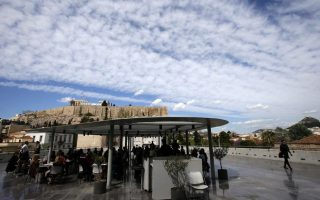 city-of-athens-woos-french-visitors-in-new-campaign