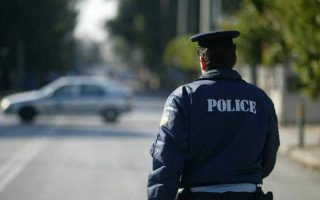 athens-police-crack-down-on-distracted-driving