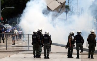 protesters-clash-with-riot-police-in-thessaloniki-over-name-deal-event0