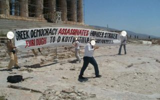 anarchist-group-protests-on-acropolis-hill-over-jailed-n17-hitman