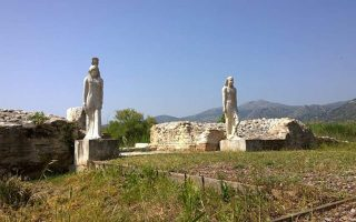 vandals-smash-copies-of-egyptian-gods-amp-8217-statues-in-greek-site