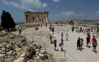 acropolis-closes-early-due-to-heat-wave