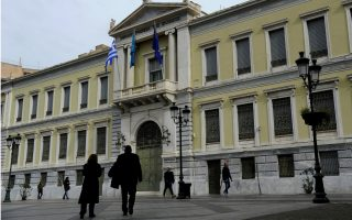 greece-prepares-to-fly-solo-on-bond-markets