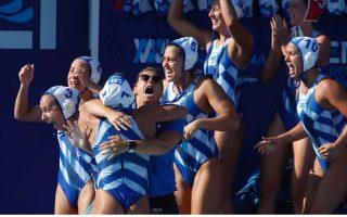 greek-women-in-euro-water-polo-final