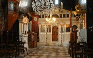 woman-arrested-for-stealing-from-church-in-patra