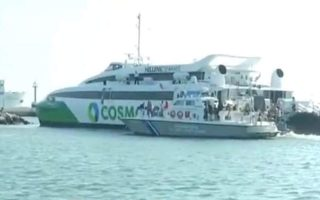 ferry-rams-into-port-of-rafina