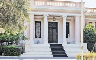 athens-seeks-to-ease-tensions-with-moscow-over-diplomats