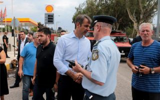 opposition-chief-visits-fire-ravaged-east-attica-town