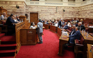 government-puts-off-granting-right-to-vote-to-greeks-overseas