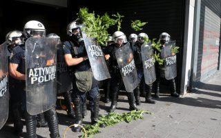 poedin-blames-tsakalotos-for-police-violence