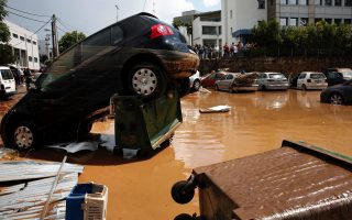 thunderstorms-hit-northern-athens-flood-roads