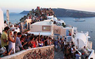 holiday-mecca-of-santorini-reaching-its-limits