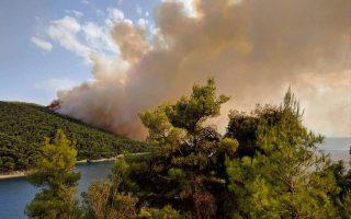 large-fire-breaks-out-on-aegean-island-of-skopelos