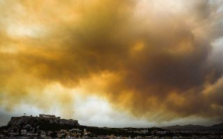 smoke-from-wildfire-54-km-away-blankets-athens