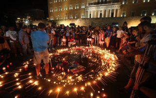 vigil-held-in-athens-for-victims-of-wildfires