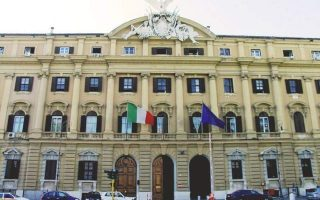 euro-zone-investor-morale-falls-on-italy-car-industry-worries