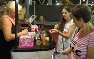 e-commerce-helps-boost-cosmetics-sales