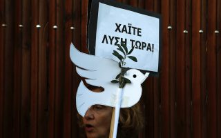 greek-and-turkish-cypriots-stage-peace-protest