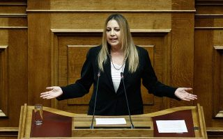 tsipras-and-kammenos-walking-hand-in-hand-toward-cliff-says-gennimata
