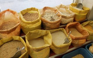 greeks-turn-to-legumes-pasta-as-their-disposable-incomes-shrink