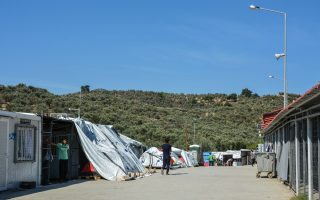 tensions-mount-in-migrant-camps-on-mainland-too