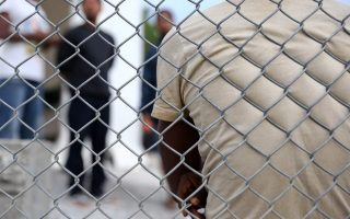 migrants-in-lesvos-chios-stage-protests-over-their-confinement-on-islands