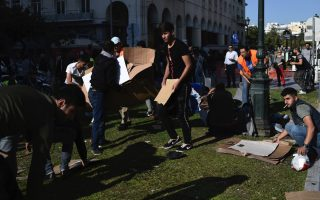 migrants-evacuate-aristotelous-square