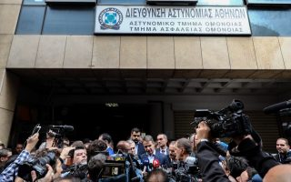 attack-on-omonia-police-station-puts-pressure-on-government-to-curb-crime