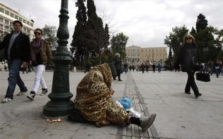 percentage-of-greeks-at-risk-of-poverty-declines