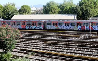 athens-bus-and-trains-under-threat-as-attacks-continue
