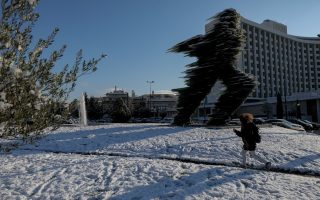 cold-snap-brings-snow-to-central-athens