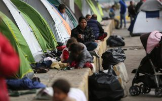 hundreds-of-migrants-protest-conditions-on-samos