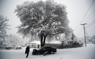 cold-snap-brings-snow-to-much-of-greece