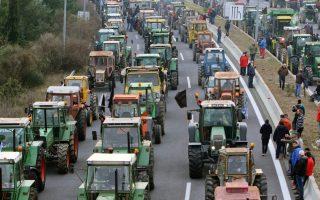 farmers-reject-dialogue-keep-up-road-blocks