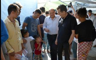 chrysochoidis-inspects-lesvos-migrant-camps