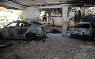 arson-investigation-after-cars-torched-in-petralona-maroussi-aghios-dimitrios