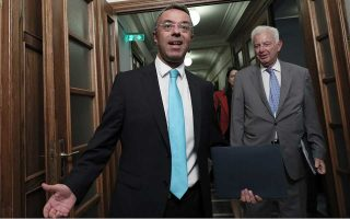 greece-hails-success-of-7-year-bond-issue