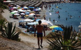 heat-draws-greeks-to-the-beach-on-election-day