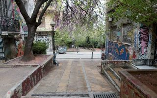 clashes-between-anarchists-riot-police-in-exarchia