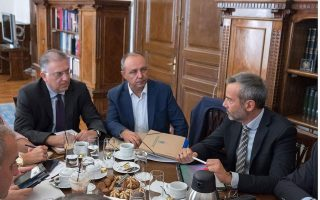 government-considering-postal-voting-for-greeks-living-abroad
