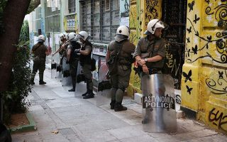 police-conduct-raids-on-squats-in-exarchia