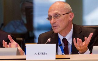 ecb-supervisory-board-chief-sees-positive-signs-for-greek-banks