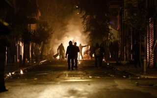 riot-police-attacked-in-central-athens-no-arrests