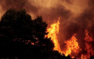 fire-breaks-out-in-peania-evacuation-ordered